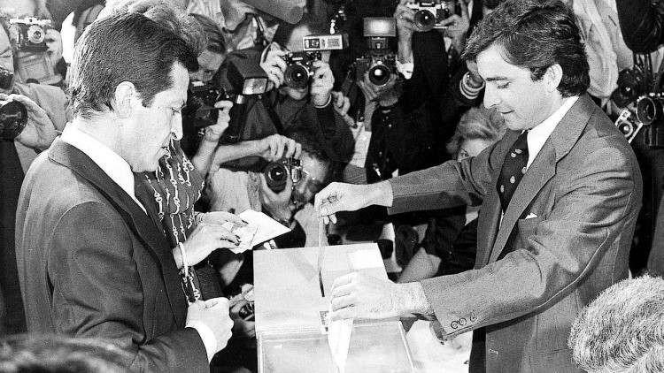 Adólfo Suarez casting his vote in 1977 elections