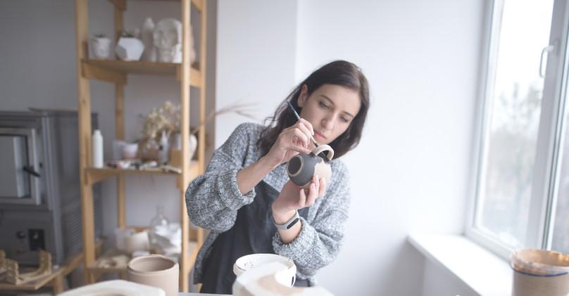 Mujer, pintura, cerámica