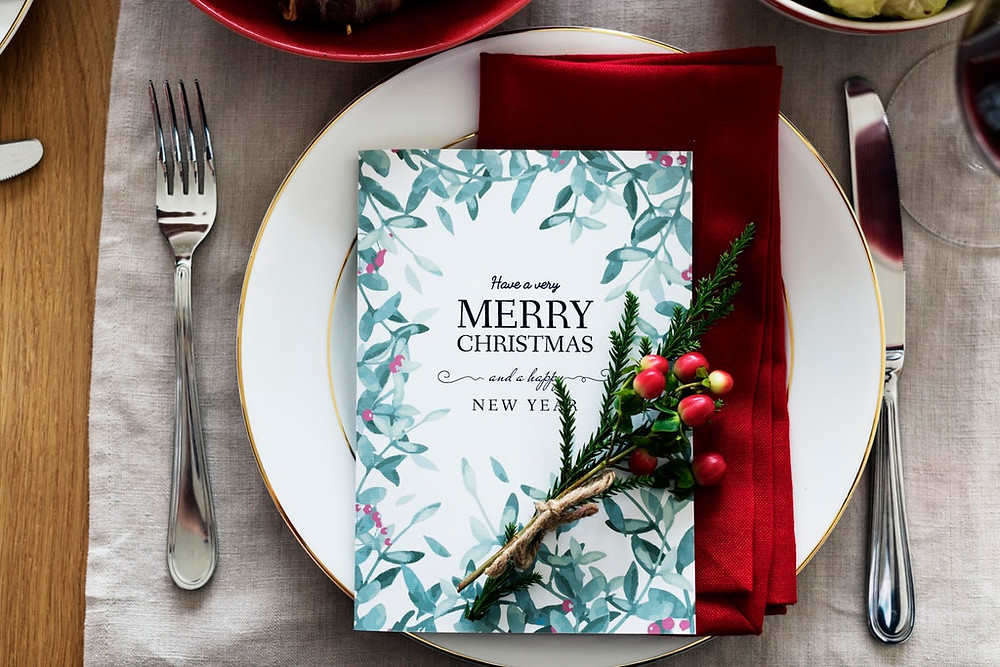 每每聖誕節到來,總是會有無比的祝福與期望,然而往往最常見的形式即是送卡片,雖然卡片能代表自己的一個心意,但這張卡片是不是自己親手打造的,或是單純去書店/文具店購買的,接受卡片的對方可是完全的看在眼裡唷~ 如果你也想趁這個聖誕節送給對方一個誠意滿滿的驚喜,那你可以嘗試做一個具有AR效果的聖誕節卡片喔!  如果你是公司的行銷/企劃/小編..等等相關職位,你也可以參考這一聖誕文章,相信對你應該有所幫助 → 【第一彈】聖誕節即將到來,推薦可快速製作應用的「AR集點尋寶」