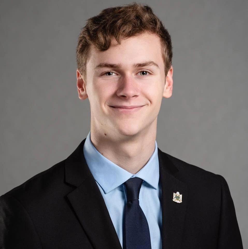 泰勒19岁即成为温哥华岛最大城市大维多利亚地区萨尼奇市议员