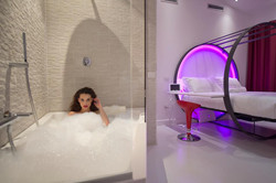 jacuzzi in rooms for two