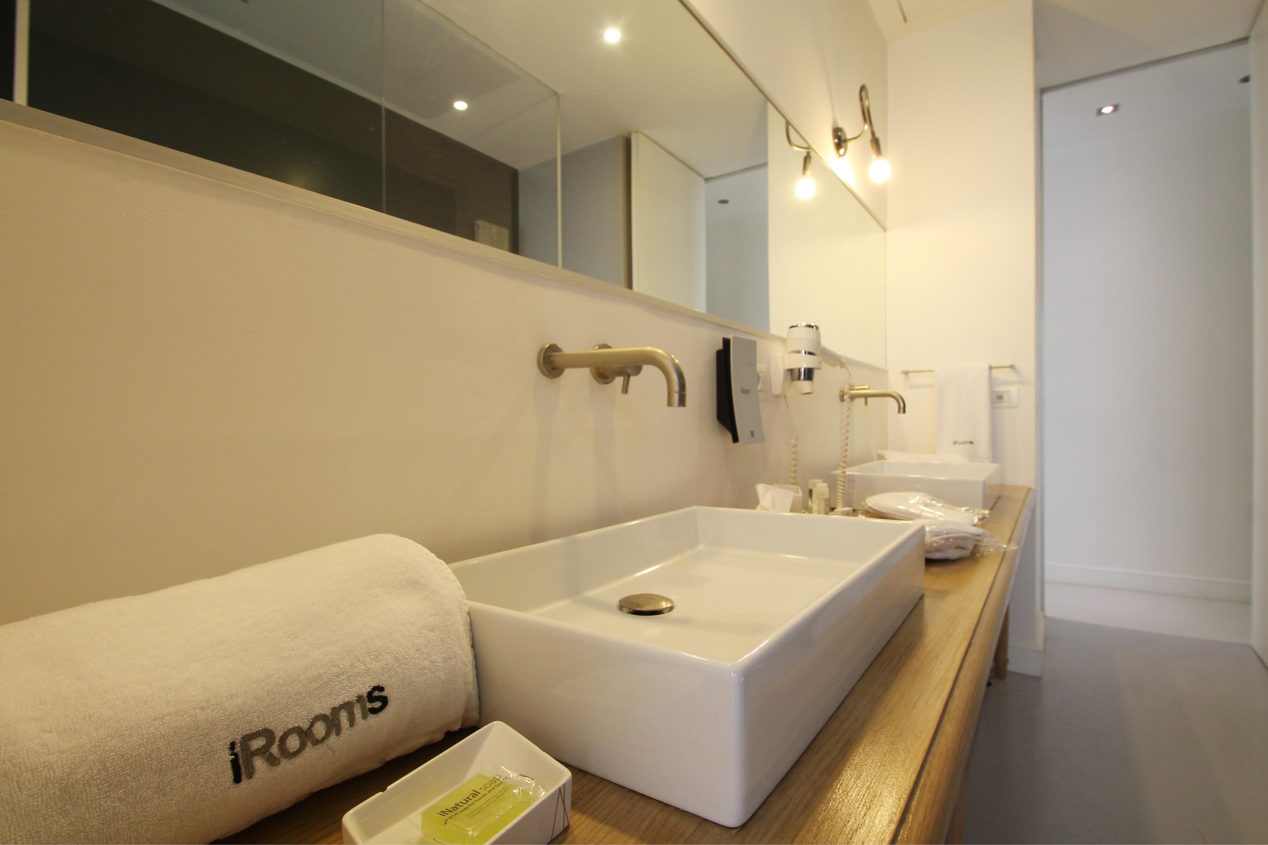 iSuite bathroom