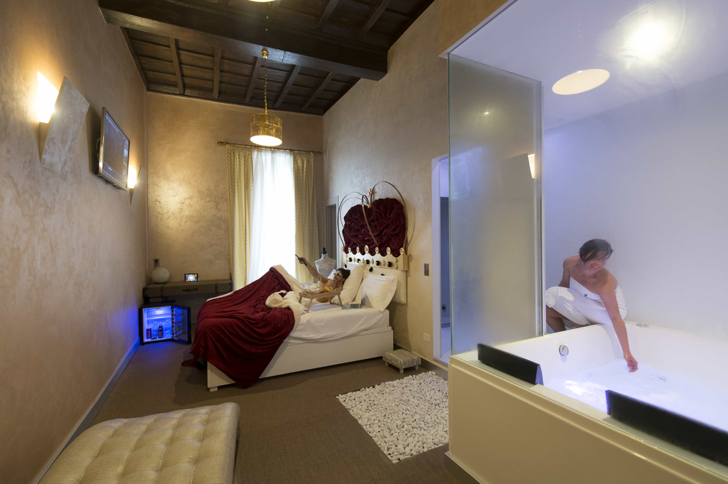 Hotel suites with Jacuzzi | iRooms | Rome