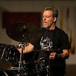 Schlagzeuguntrricht für jedes Alter und alle Muskrichtungen: Rock, Funk, Jazz oder doch Hard Rock? Bei uns in der Musikschule Niebüll alles kein Problem! Schon gewusst? Wir sind die Nr. 1 für Schlagzeug in Niebüll, Leck, Risum-Lindholm und Süderlügum!