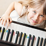 Klavierunterricht für jede Musikrichtung in der Musikschule Niebüll. Spielerisch Klavier, Flügel, Keyboard und Akkordeon lernen in Niebüll, Leck, Risum-Lindholm und Süderlügum!