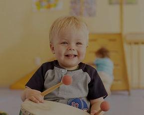 Musikalische Früherziehung in der Eltern-Kind-Gruppe in der Musikschule Niebüll. Für alle Kinder ab 1,5 Jahren in Niebüll, Leck, Süderlügum und Risum-Lindholm das ideale Angebot, um die frühkindliche Entwicklung zu fördern. Schau Dir doch einmal unser Kursprogramm an.
