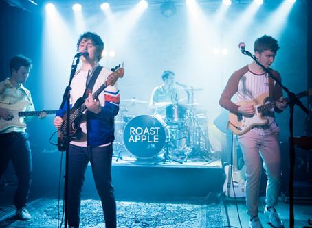 "ROAST APPLE bringen neue Single ""Pretty Lady"" heraus"