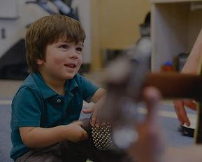 WIR LIEBEN KINDER. Wir bieten eine Vielzahl an Kursangeboten für die Musikalische Früherziehung von Kindern (ab 1,5 Jahren) in der Musikschule Niebüll. Egal ob Niebüll, Leck, Süderlügum oder Risum-Lindholm und egal ob Elten-Kind-Gruppe oder allein - bei uns ist für jeden etwas dabei!