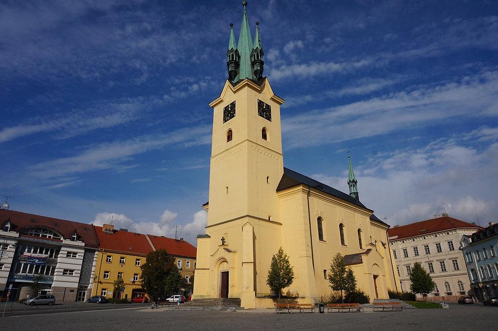 church-3037050_1920.jpg