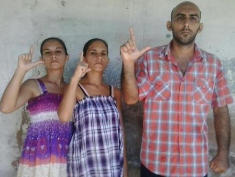 Campaña exigiendo justicia para los hermanos en huelga de hambre: Anairis Miranda Leyva, Adairis Mir