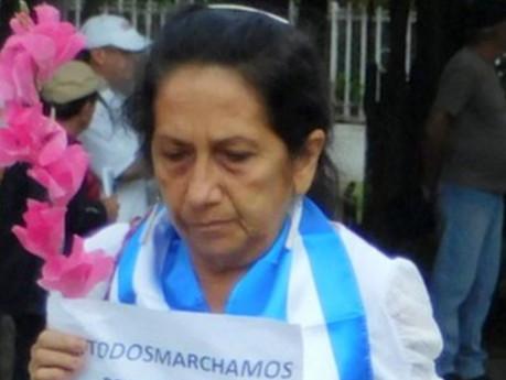 Detenidas 10 Damas de Blanco en funeraria de La Habana