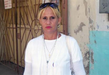 Rosa Escalona en hospital con su hijo y esposo en grave estadio.
