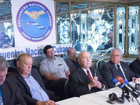Exilio y oposición se sienten traicionados por primer acuerdo entre UE y Cuba