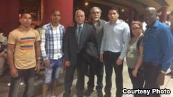 Eliécer Ávila fue liberado y continúa protesta en aeropuerto de La Habana