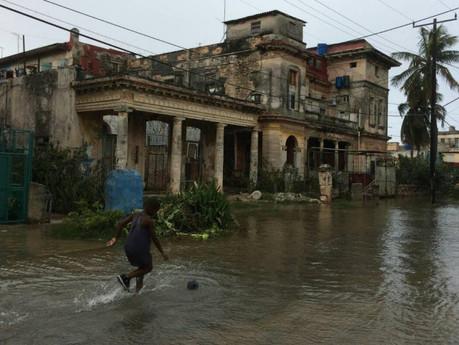 La extensa inundación de Irma en La Habana pone a prueba a los vecinos y a las autoridades