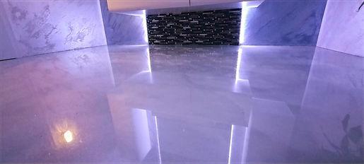 Badezimmer mit Marmor Effekt