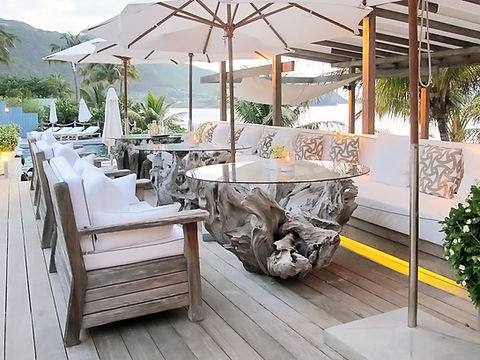 Hotel Cheval Blanc Isle de France restaurant outdoor seatng