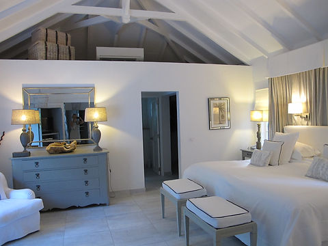 Hotel Cheval Blanc Isle de France hotel room suite white furnishings
