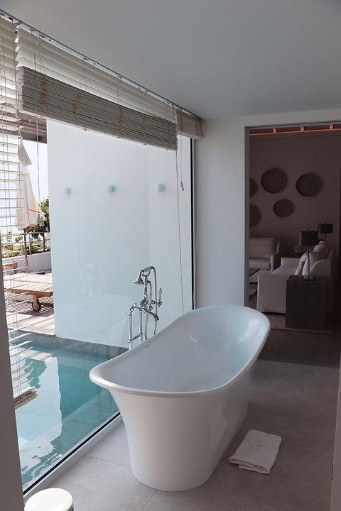 Hotel Le Toiny bath poolside
