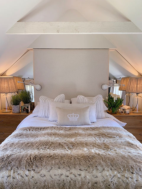 Cotswolds Cottage bedroom cosy mirror headboard