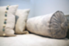 London Townhouse bed pillows details