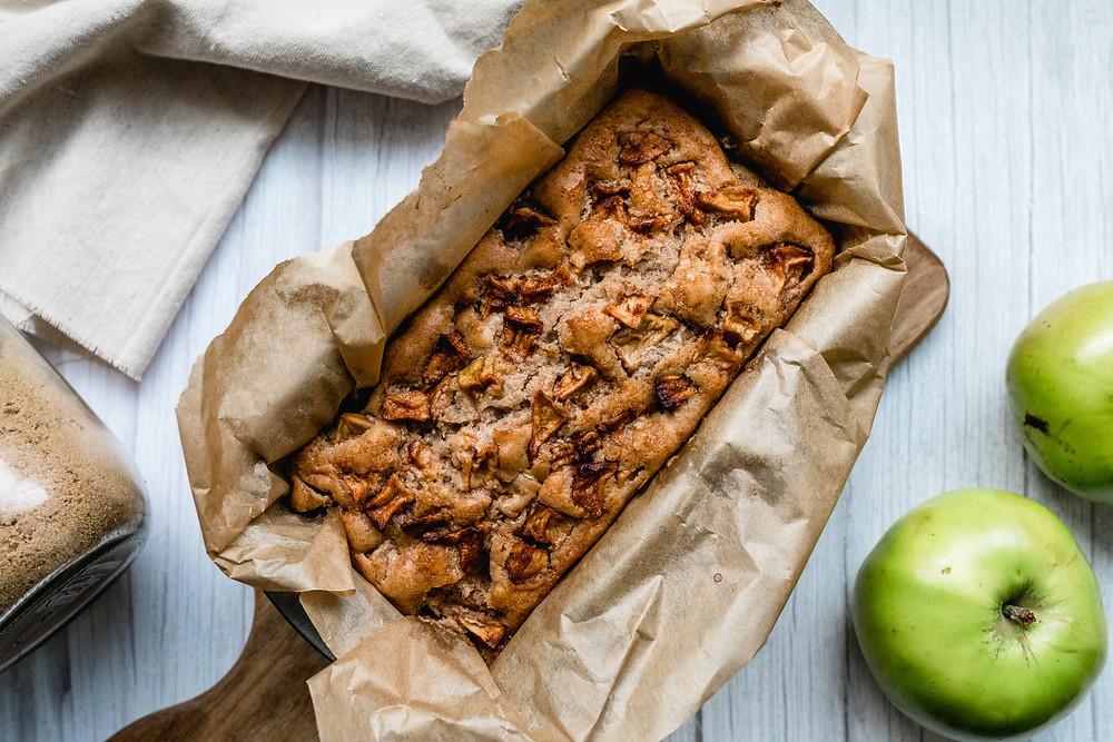 Vegan apple & cinnamon loaf cake