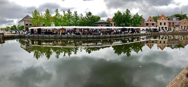 Kunstmarkt vanaf de Oostkolk