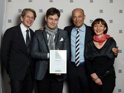 Ilona und Rainer Baumann mit Sohn Fabian zusammen mit dem Schirmherrn Heiner Lauterbach