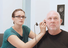 Videootoskopie lässt Sie die Anforderungen ans Hörsystem selbst erleben