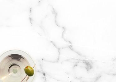 Martini auf Marmor