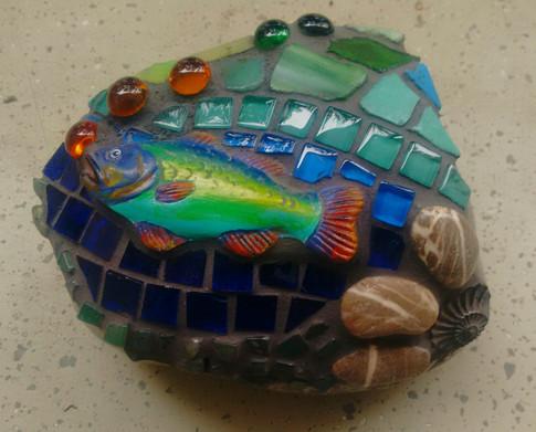 Isarkiesel mit Fisch zu verkaufen