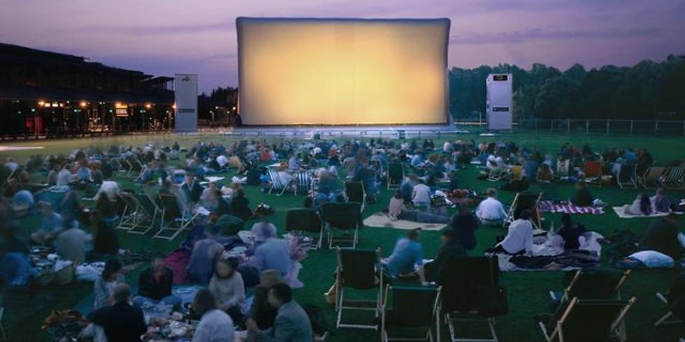 Pancé - projection plein air avec l'asso Léo Lagrange.
