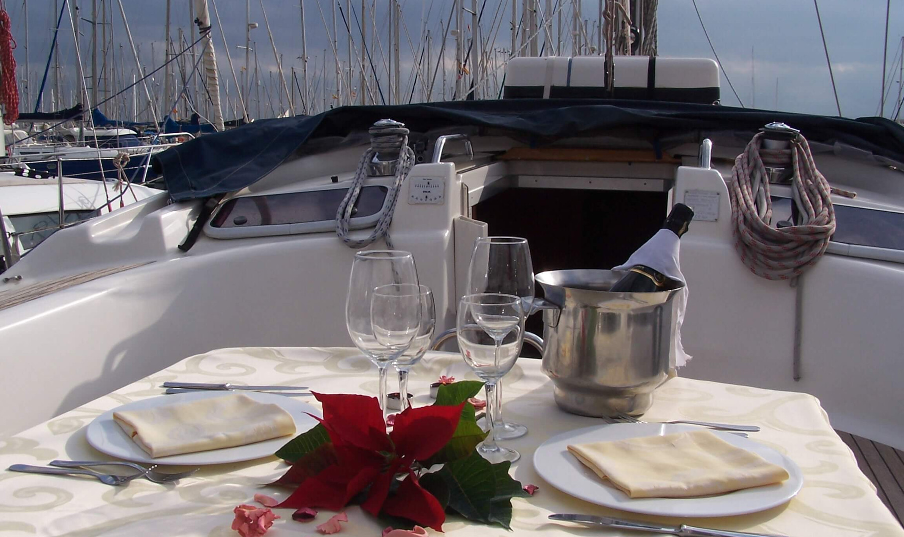 Lunch or dinner on boat