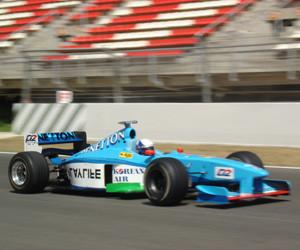Driving-Formula-one-motorin.jpg