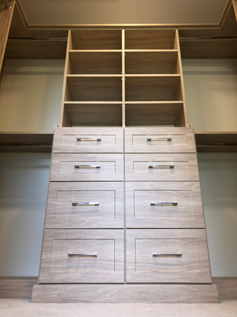 Walk in closet with double hutch