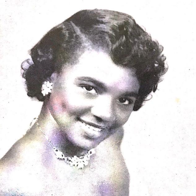 1958 Bettye Edwards- Sophomore Attendant