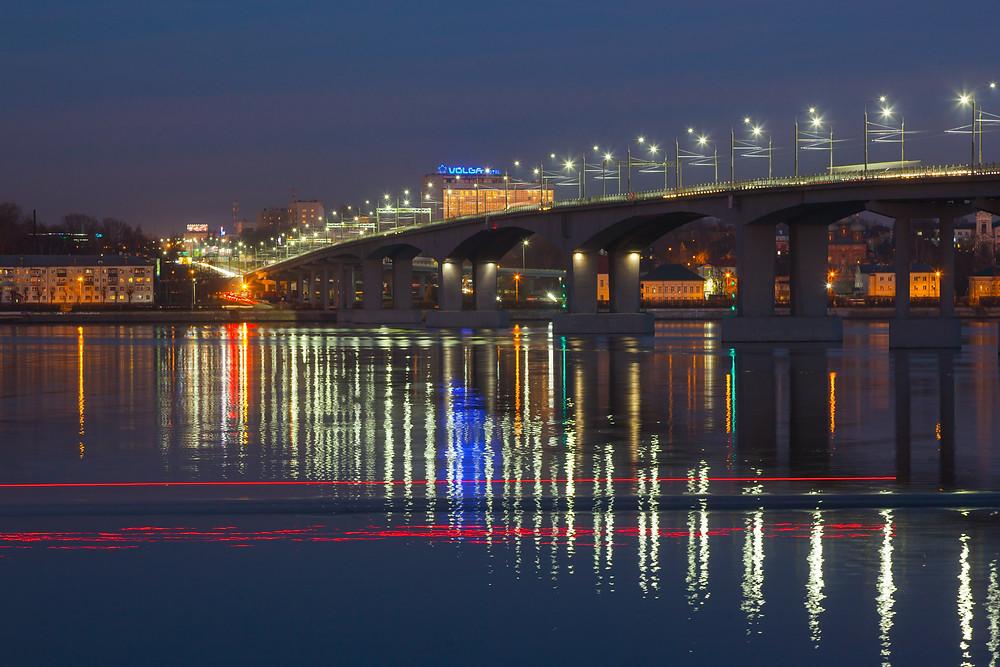 Это наш костромской многострадальный мост. Красивое сооружение, но ставшее очень узким местом в городской дорожной системе.