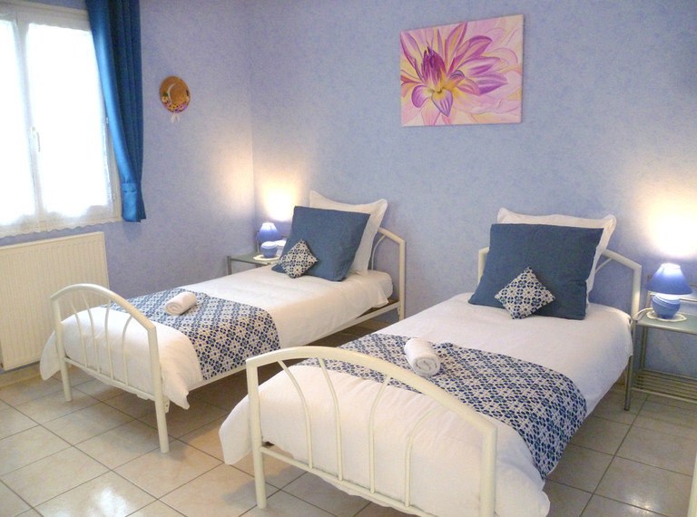 Chambre bleue 2 lits simples