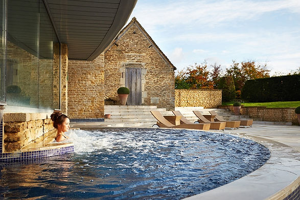 Aquarias_The Hydrotherapy Pool_lounger_v