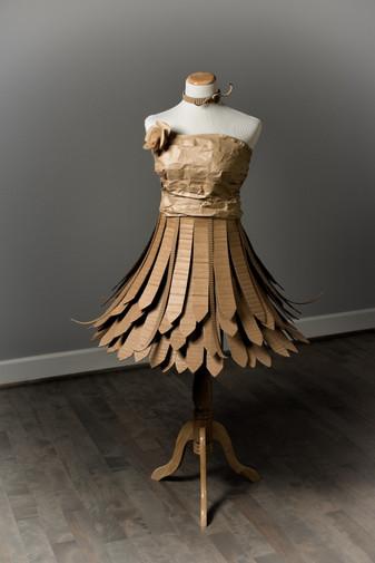 Cardboard Dress 01- ©AlinesCardboard – 2018