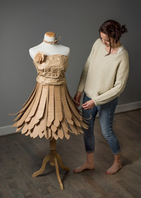 Cardboard Dress 05- ©AlinesCardboard – 2018