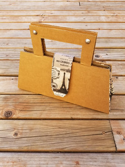 Cardboard Purse 01- ©AlinesCardboard – 2018