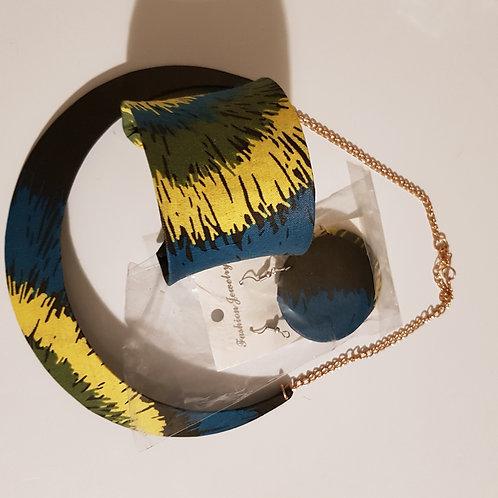 Ensemble collier ,bracelet ,et boucles d'oreilles
