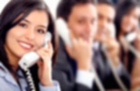 trabajadores-de-atencion-al-cliente-con-