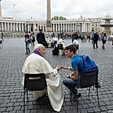 Le-pape-Francois-ecoutant-confession.jpg