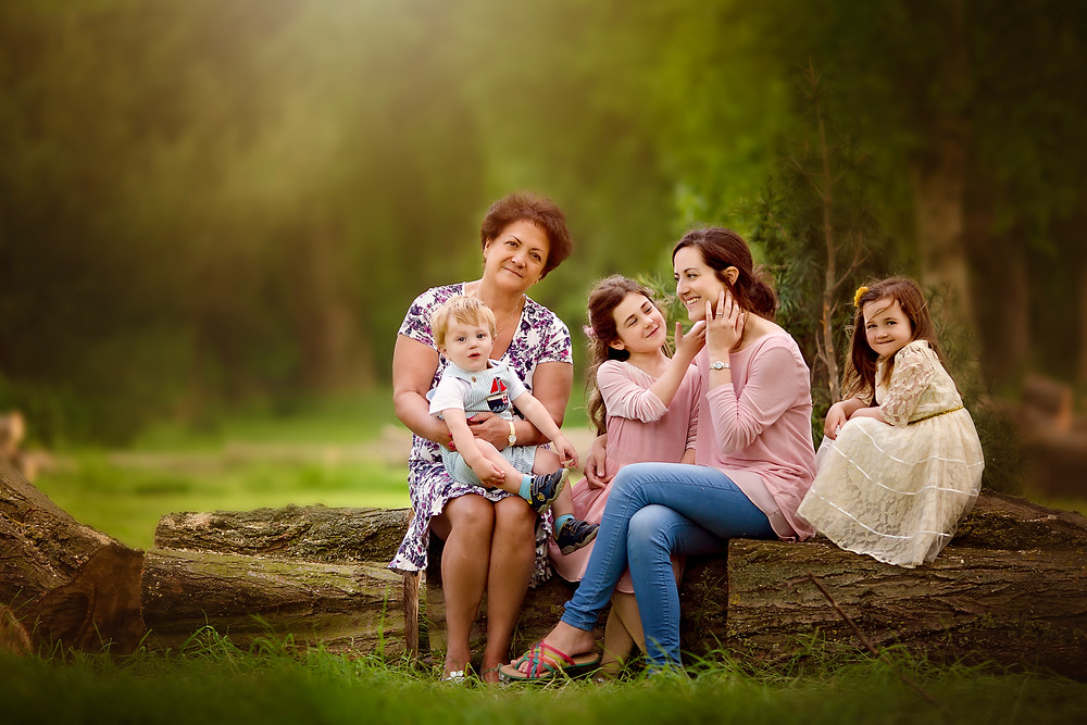 family portrait with nan mum boy and two sisters, family photographer kent, family photographers, hall place, outdoor photo sessions, woodland photo sessions, photographers in kent, family photo shoots, location photo shoots