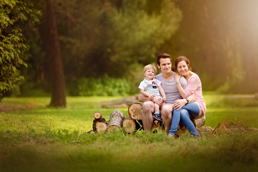 family portrait, family photographer kent, family photographers, hall place, outdoor photo sessions, woodland photo sessions, photographers in kent, family photo shoots, location photo shoots