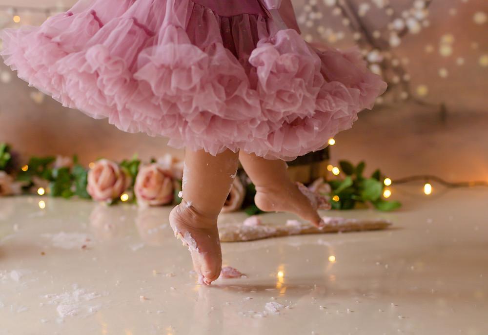 Cake Smash Photography London, Dancing, buttercream, baby photography, cake smash & splash, photoshoot