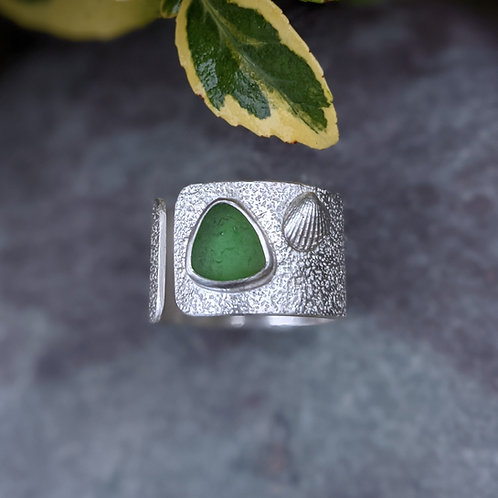 Adjustable clam and seaglass mermaids ring - Made to order