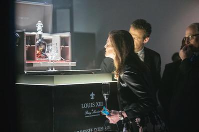 Louis XIII Cognac de Rémy Martin L'Odyssée D'un Roi custom pedestal display